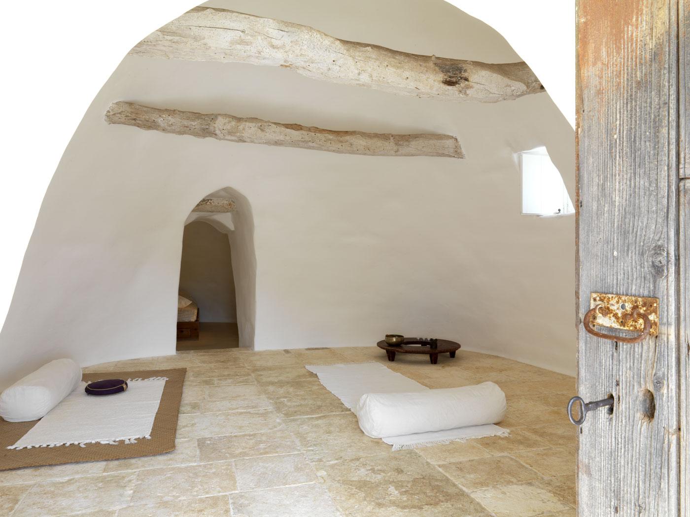 Trullo-sovrano-Locorotondo-Sala-meditazione