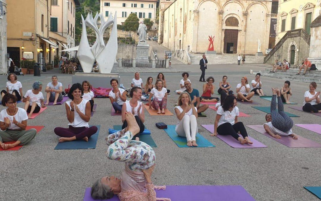 foto-dinah-rodrigue-yoga-piazza-duomo