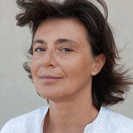 Carla Nataloni - Cura del Libro: yoga ormonale per la salute della donna.